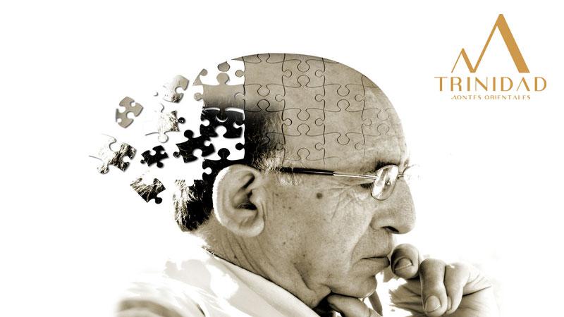 Un puzzle con la cara de un anciano pensando en referencia a los ejercicios para mantener una mente activa necesarios